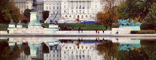 Capitol Reflecting Pool is one of DC Monuments Run.