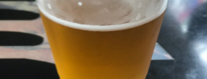 Fat Bottom Brewery Tap Kiosk is one of สถานที่ที่บันทึกไว้ของ J.
