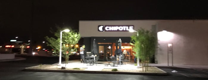 Chipotle Mexican Grill is one of omar 님이 좋아한 장소.