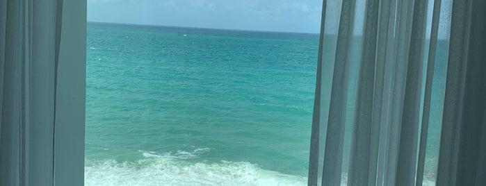 Serafina Beach Hotel is one of สถานที่ที่บันทึกไว้ของ Lalo.