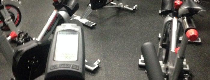 Gold's Gym is one of Orte, die JCakes❤ gefallen.