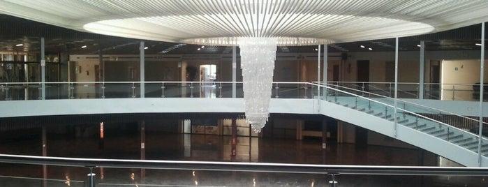 Palacio de Congresos y Exposiciones de Torremolinos is one of Mis sitios.