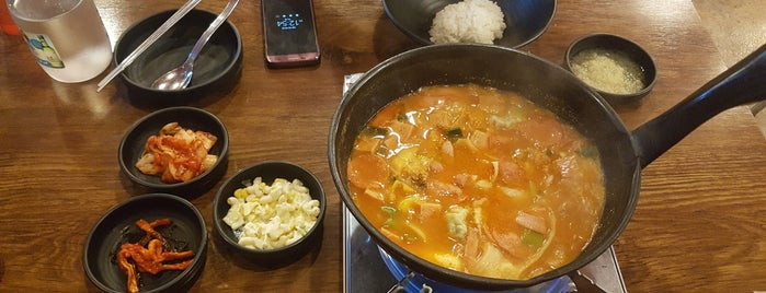 낭만부대찌개 is one of Korean food.