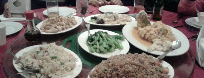 Restaurante Sunly is one of สถานที่ที่ Dulce ถูกใจ.