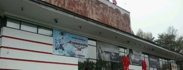 Кинотеатр «Октябрь» is one of Orte, die Daniel gefallen.