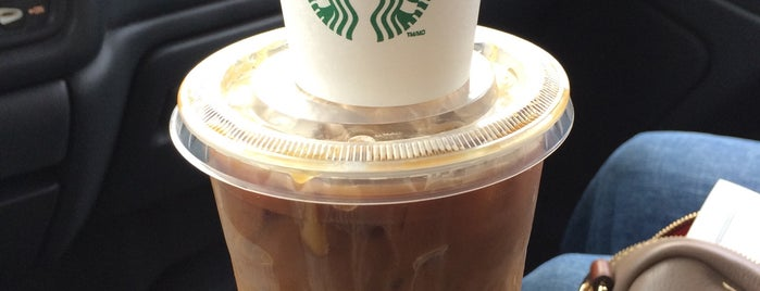 Starbucks is one of สถานที่ที่ Alkeisha ถูกใจ.