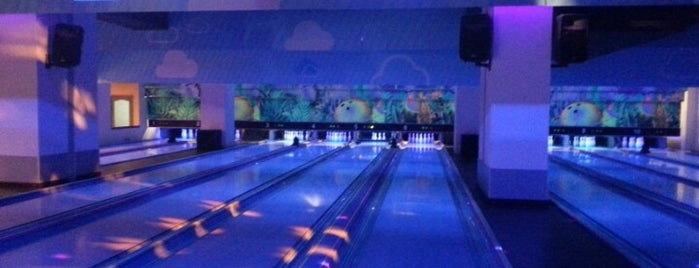 Pin World Bowling is one of Lugares favoritos de Orhan.