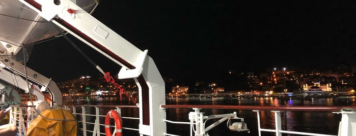 Jadrolinija Dubrovnik-Bari Ferry is one of Lieux qui ont plu à Laura.