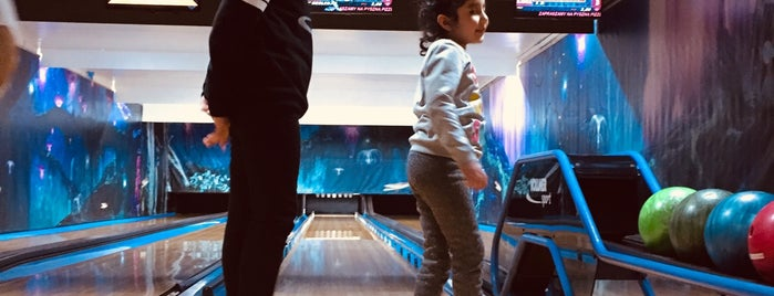 U7 Bowling is one of Locais curtidos por Maxim.