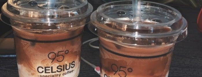 95ْ CELSIUS Cafe is one of Queen'in Kaydettiği Mekanlar.