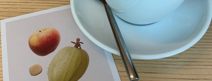Neues Schwarz Kaffeebar is one of Locais curtidos por Mishutka.