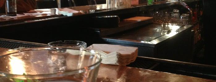 le booze is one of Lugares favoritos de Latoya.