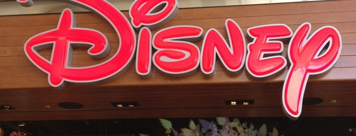 Disney store is one of Andy 님이 좋아한 장소.