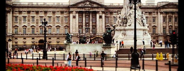 Buckingham Palace is one of London Favorites.