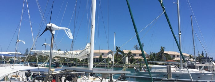 Ocean Reef Yacht Club And Resort is one of Posti che sono piaciuti a Ken.