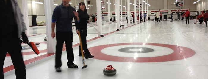 Ottawa Curling Club is one of Lugares favoritos de Alex.