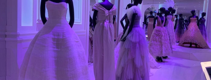 Christian Dior: Designer of Dreams is one of Locais curtidos por Luciana.