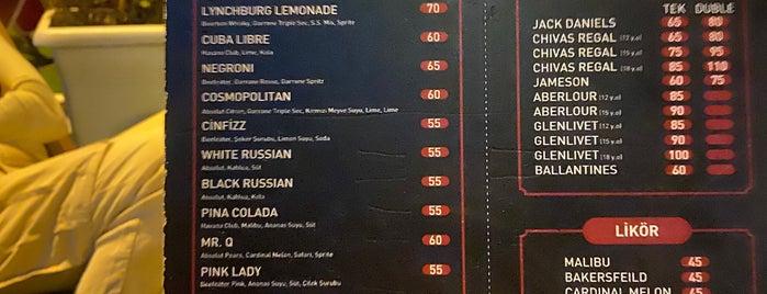 Kırmızı Pub is one of Locais curtidos por Oguz.
