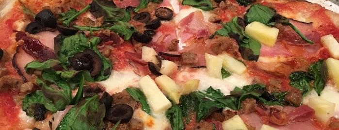 Firecrust Pizzeria is one of Chelsea'nın Beğendiği Mekanlar.