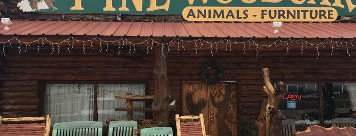 Fine Wood Carvings & Cedar Furniture is one of สถานที่ที่บันทึกไว้ของ Doreen.