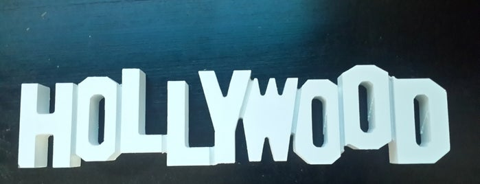 Hollywood & Bollywood is one of Lugares favoritos de Mehmet.