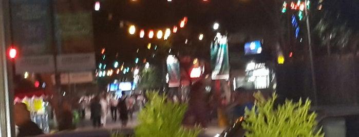 Sakarya Caddesi is one of Lugares favoritos de Mehmet.