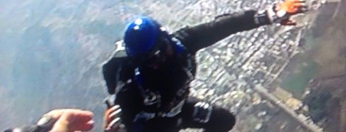 Skydiveefes is one of สถานที่ที่ Onder ถูกใจ.