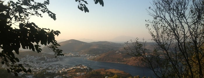 Patmos is one of Lugares favoritos de Onur.