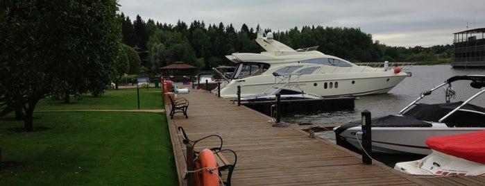 Яхт-клуб «Троицкое» is one of Lieux qui ont plu à Евгений.