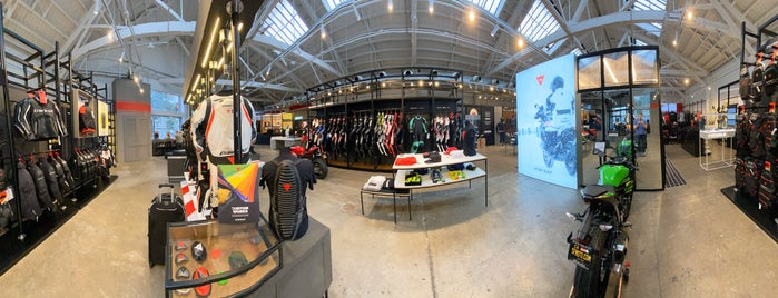 Dainese D-Store is one of Lugares favoritos de Sean.
