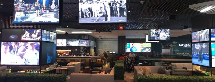 Linq Race And Sports Book is one of Brandon 님이 좋아한 장소.