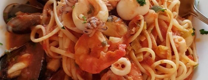 Regina Pizzeria & Trattoria is one of Posti che sono piaciuti a Ethan.