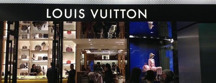 Louis Vuitton is one of Aigerim 님이 좋아한 장소.