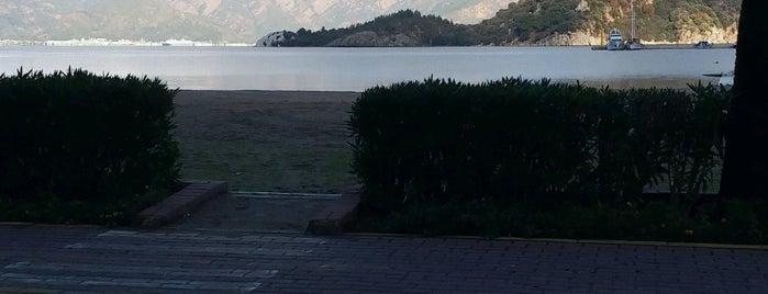 İçmeler Plajı is one of Locais curtidos por Abdullah.
