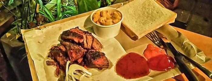 Smokehouse Authentic Texas BBQ is one of Locais salvos de Yazeed.