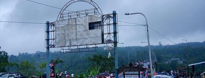 Jembatan Tukad Bangkung is one of Lugares favoritos de Lance.