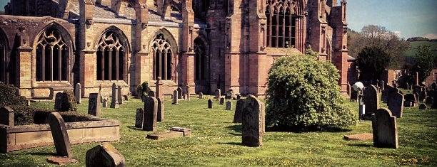 Melrose Abbey is one of Carl : понравившиеся места.