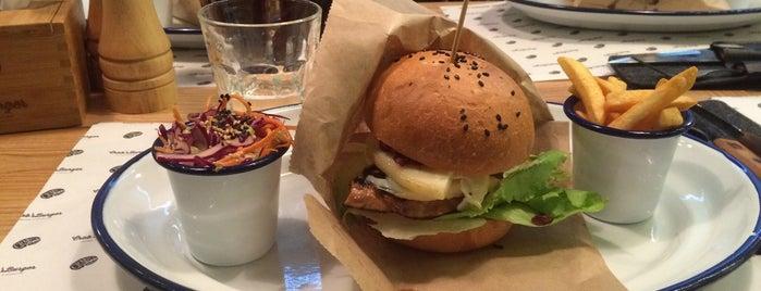 Crab's Burger is one of Locais curtidos por Andriy.