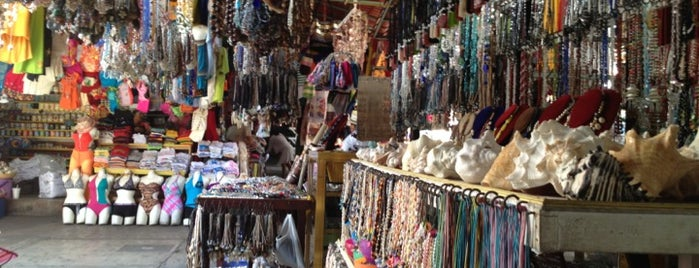 """Mercado de Artesanías """"La Diana"""" is one of Michelleさんの保存済みスポット."""