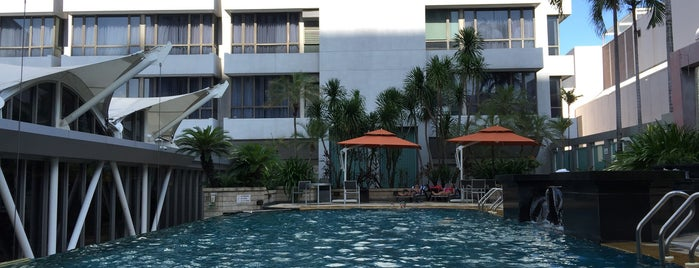Peninsula Excelsior Hotel is one of Orte, die OMG! jd wuz here! gefallen.