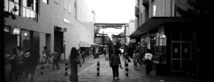 Eikestad Mall is one of Orte, die Paula gefallen.