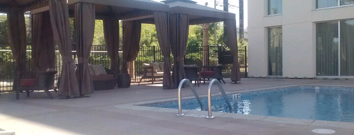 DoubleTree by Hilton Hotel & Suites Charleston Airport is one of Locais curtidos por Gavin.