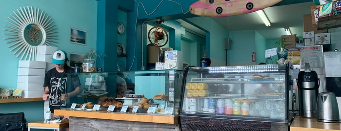 Rockaway Beach Bakery is one of ceo-nyc.