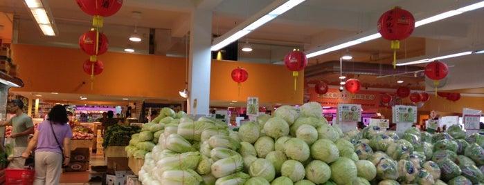 IOG Supermarket is one of Orte, die Aqeel gefallen.