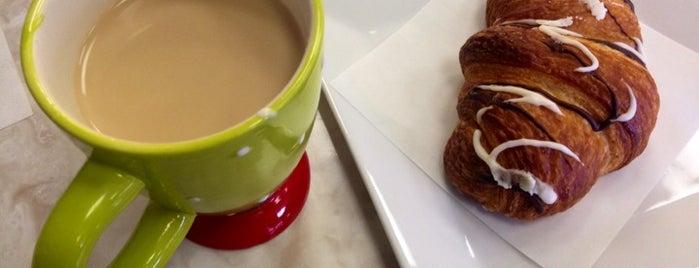 C'est La Vie Baking Company is one of Tempat yang Disukai Stefanie.