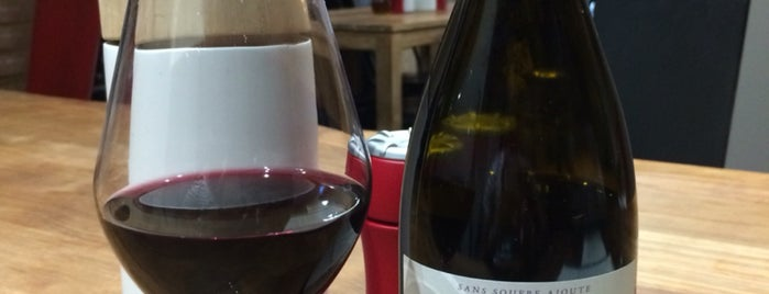 Bottles is one of Lieux qui ont plu à Pagna.