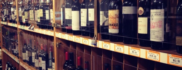 67 Wine & Spirits is one of NYHistory 님이 좋아한 장소.