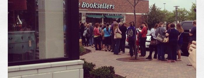 Barnes & Noble is one of Tempat yang Disukai Candace.
