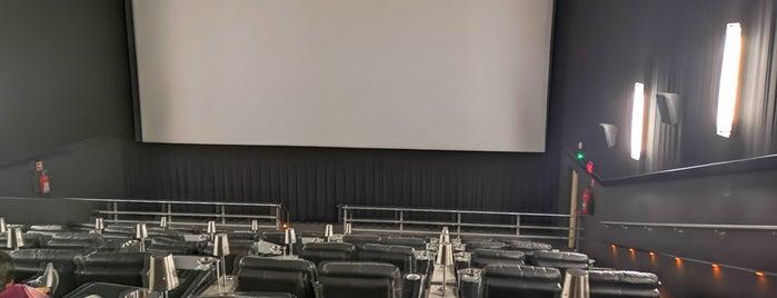 Cinemex Platino is one of สถานที่ที่ Caro ถูกใจ.