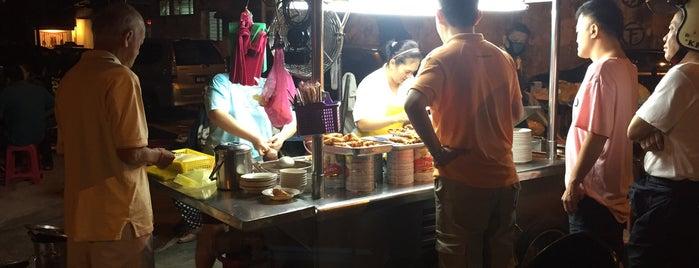四条路(卤肉)炒米粉 is one of Penang | Eats.